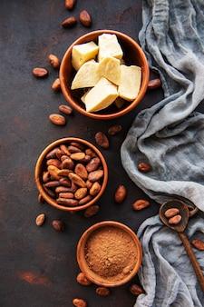 カカオ豆、パウダー、バター