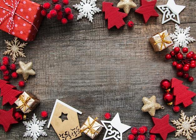 装飾で作られたフレームとクリスマス休暇の背景