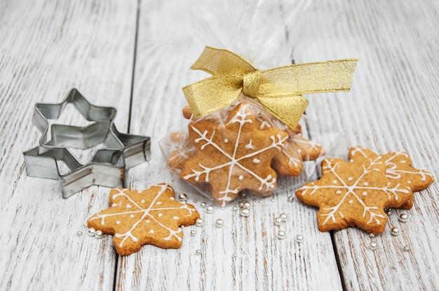 クリスマスジンジャーと蜂蜜のカラフルなクッキー