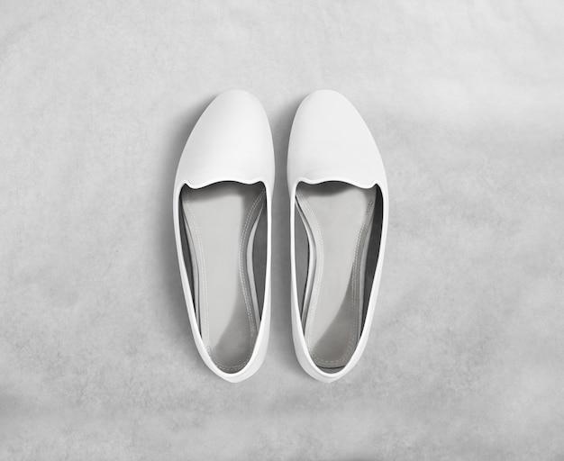 白人女性の靴