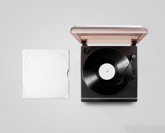 蓄音機ビニールプレーヤーとレコードカバースリーブトップビュー