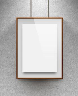 織り目加工の壁の近くの木製のキャンバスに空白のシート