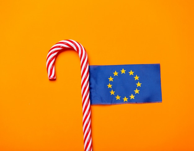 クリスマスキャンデー杖と欧州連合の旗
