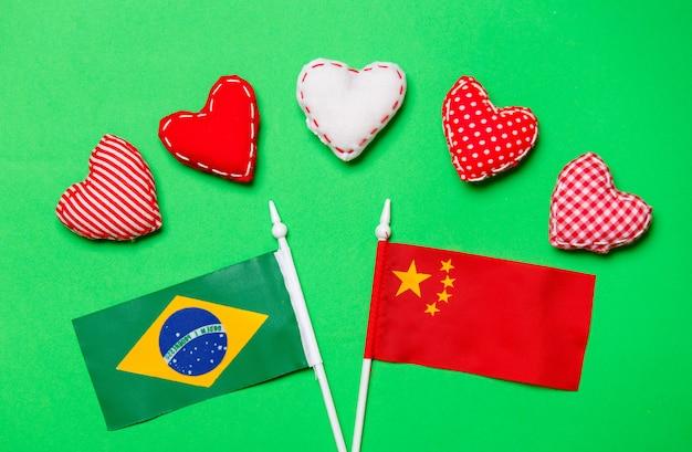バレンタインデーハートとブラジルと中国の国旗