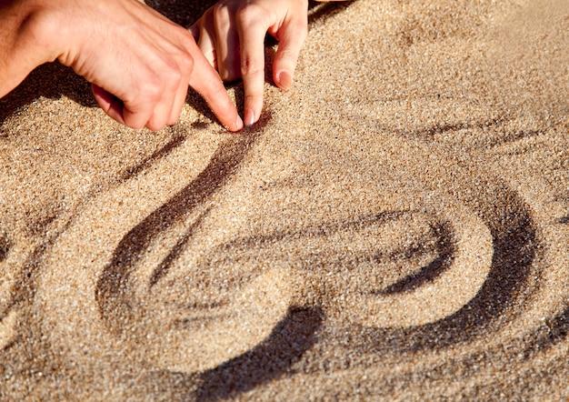 砂で心を描く人々