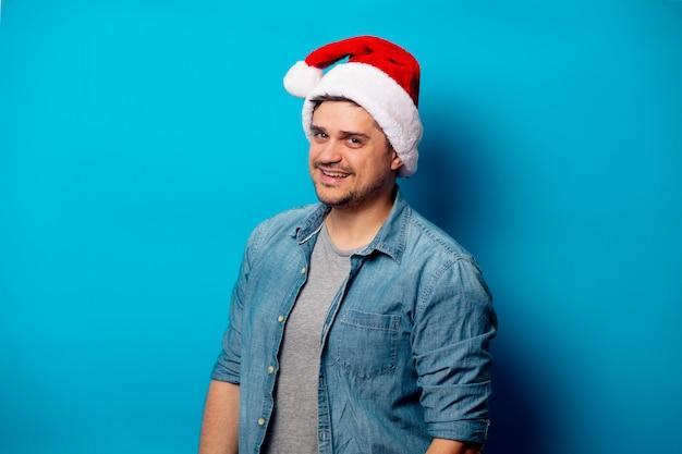 Красивый мужчина в шляпе рождество