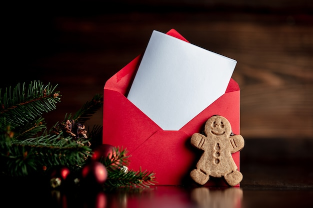 ジンジャーブレッド人と赤い封筒とクリスマスツリー