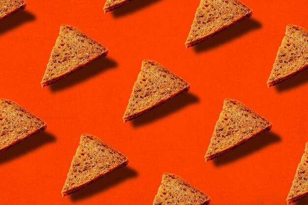 Треугольные ломтики хлеба