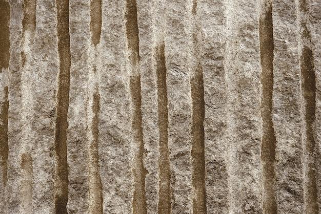茶色のモダンな壁