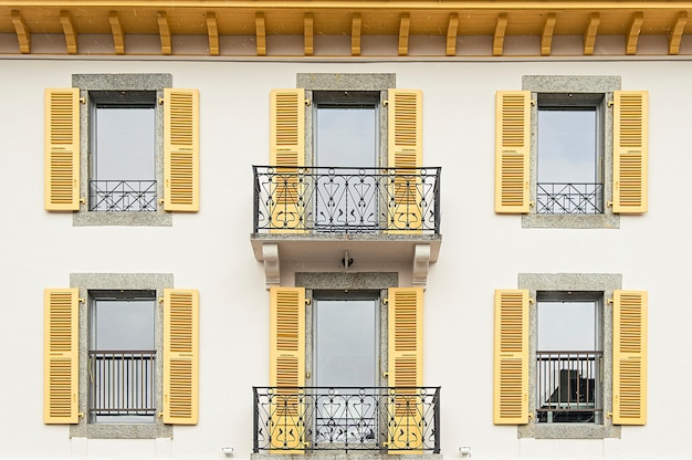 シャモニーモンブランの窓と壁