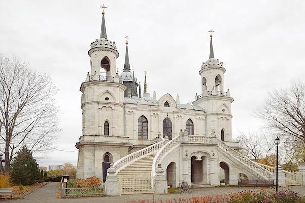 古いロシアのネオゴシック教会