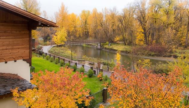公園の秋のペンキ