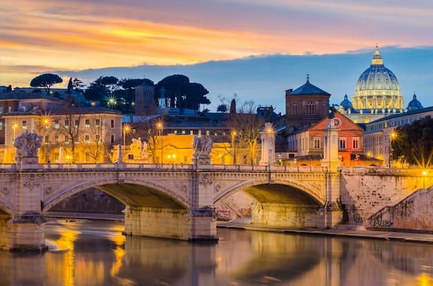 バチカン市国、ローマ、イタリアの夜まで