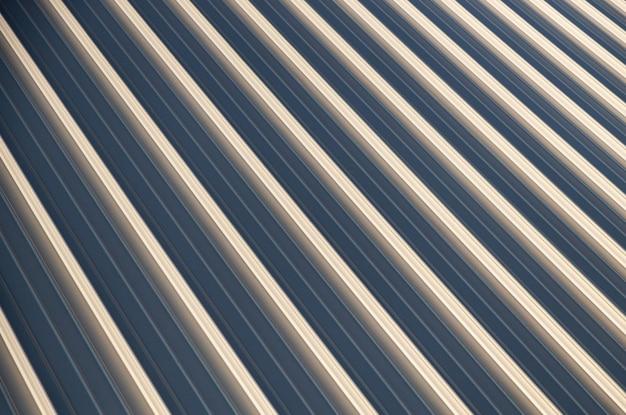 ベージュブルーの波型表面のクローズアップ、錯視を誘発