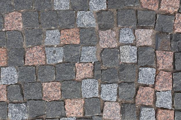 カラフルな花崗岩の石畳のある舗装