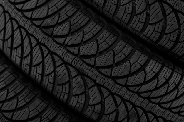 Изображение протектора на черной шине