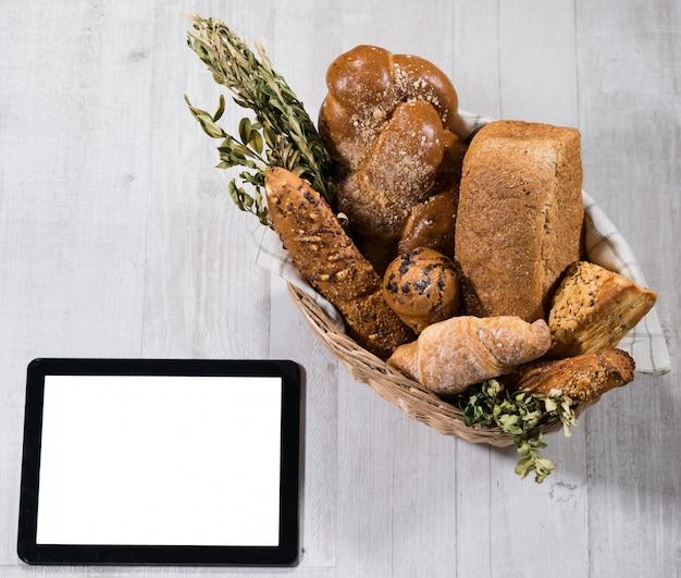 タブレットで焼きたての自家製パン