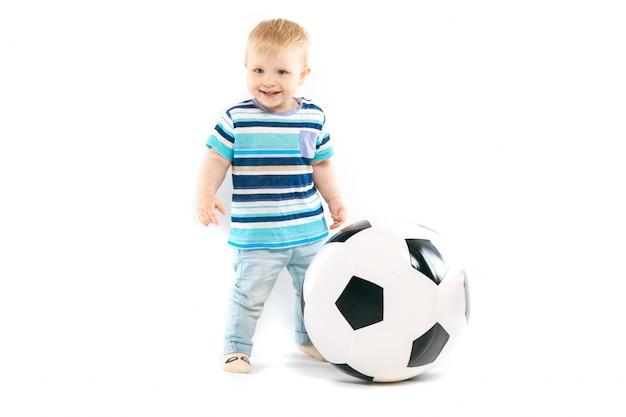 Маленький любитель футбола