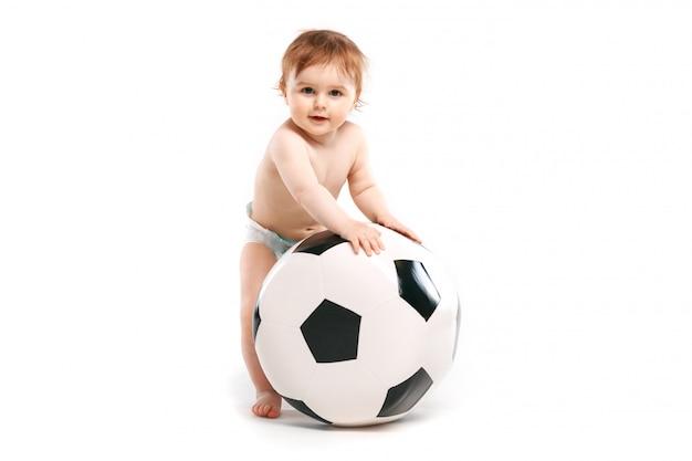 Малыш с мячом