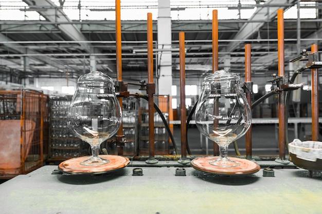 ガラス製造用脚注産業