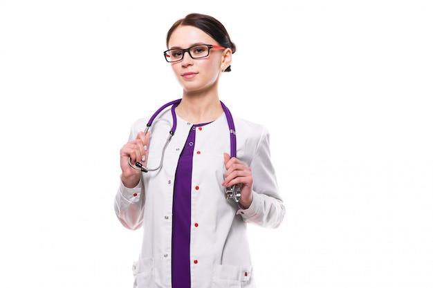 Молодой красивый женский доктор изолированный