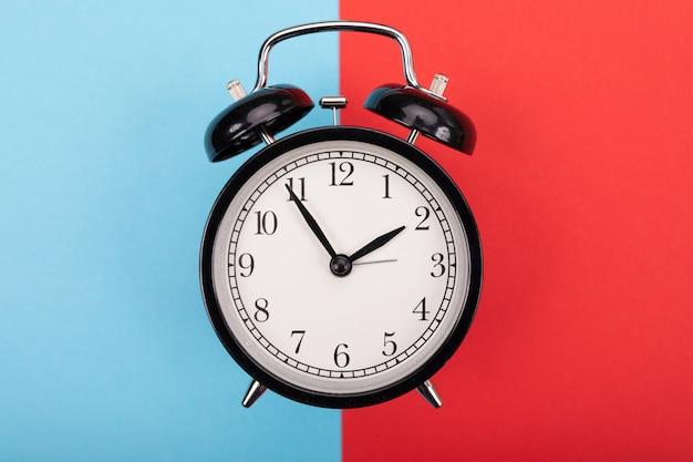 ブラックメタルアロー目覚まし時計