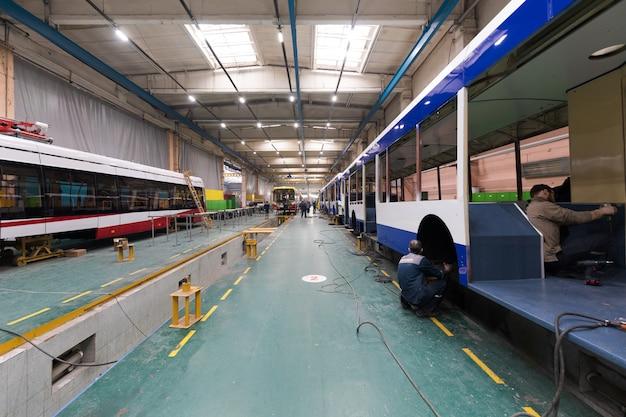 バス生産ライン