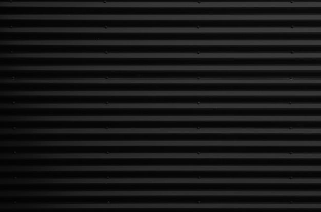 金属光沢のある黒い波形表面の正面図