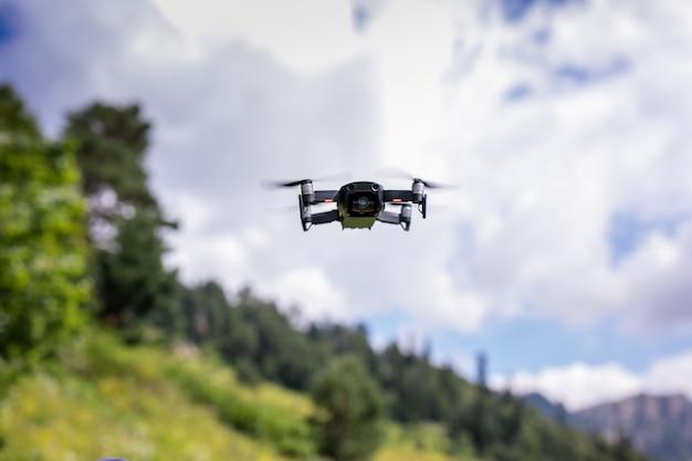 デジタルカメラ付きドローンクアドロコプター