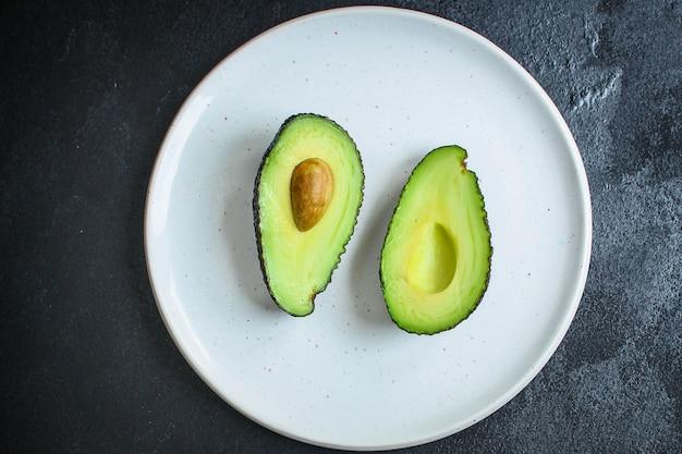 Концепция меню из авокадо, спелых и вкусных фруктов (здоровая пища, витамины)