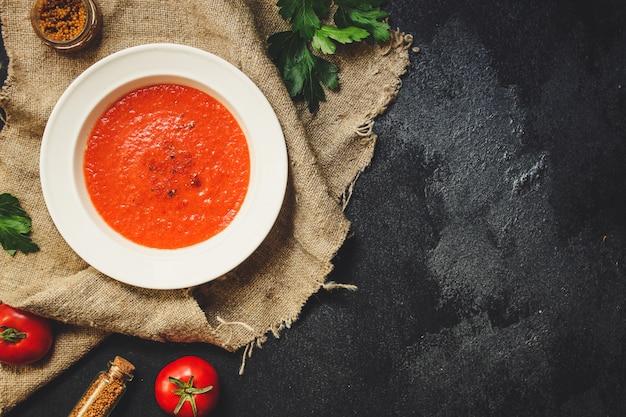 ガスパチョ、トマトまたはニンジンと野菜のスープ