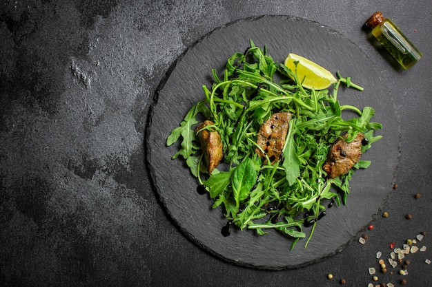 肝臓のヘルシーサラダ(おいしい前菜)メニューフードトップビュー
