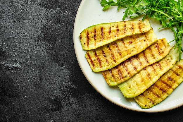 ズッキーニのグリル、野菜炒め、サラダ