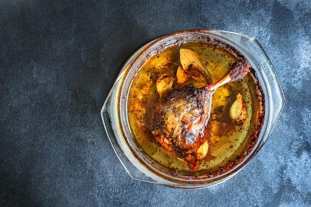 鴨のコンフィレッグ焼き家禽