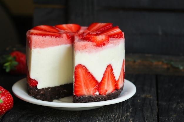 Чизкейк клубничный торт