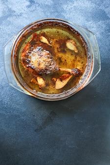 鴨のコンフィレッグ焼き家禽肉