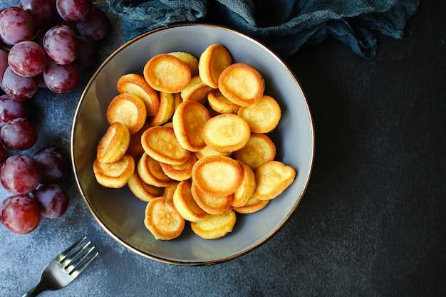 パンケーキシリアルミニ甘い朝食