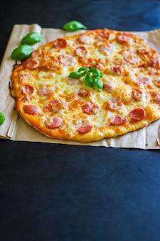 ピザサラミソーセージチーズファーストフード