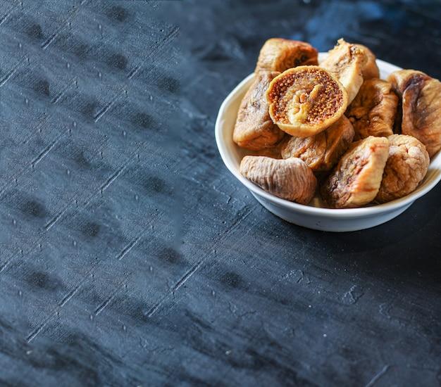 ドライフルーツのイチジクの甘い自然なデザートの甘いもの
