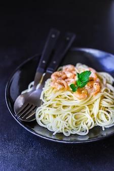 Паста креветки спагетти сливочный соус из морепродуктов с креветками