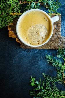 Чашка какао с горячей пеной кофе или горячий шоколад