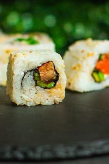 Суши роллы с тунцом