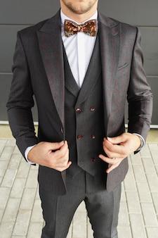 スタイリッシュな外観、ファッションの外観、男性のスタイル、ファッションの概念、ブランド衣装、古典的な衣装