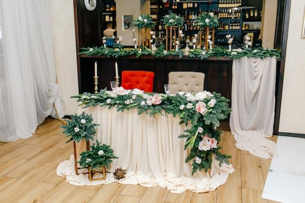 レストランでの結婚式の装飾