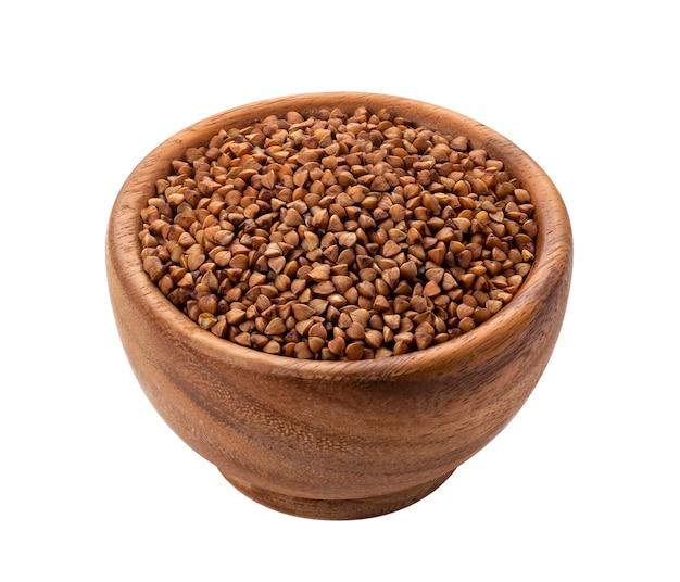乾燥した未調理のそば穀物と茶色の木製ボウル