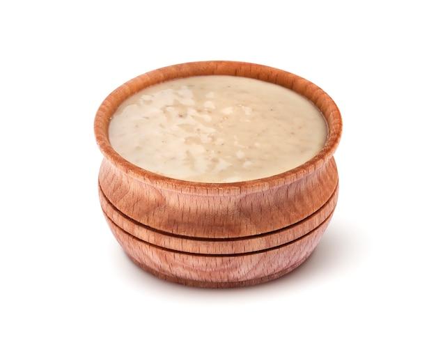 Кунжутный соус. тахини, изолированные на белом