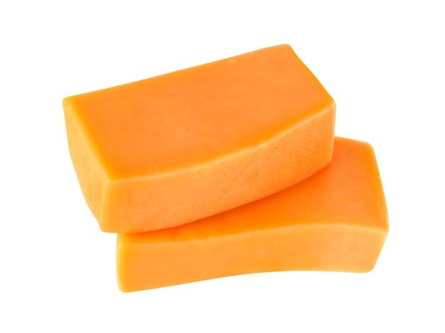 Сыр чеддер, изолированные на белом