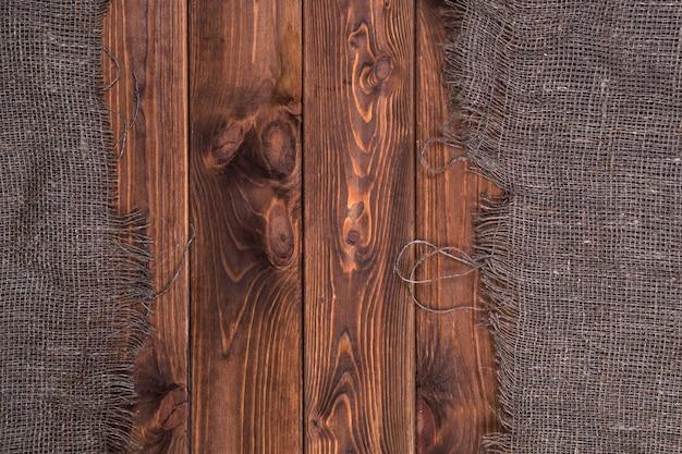 暗い木製、トップビューで黄麻布