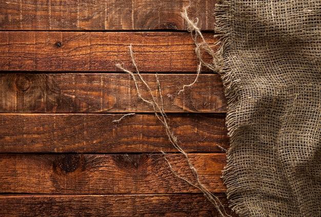 木製のテーブルの黄麻布のテクスチャ