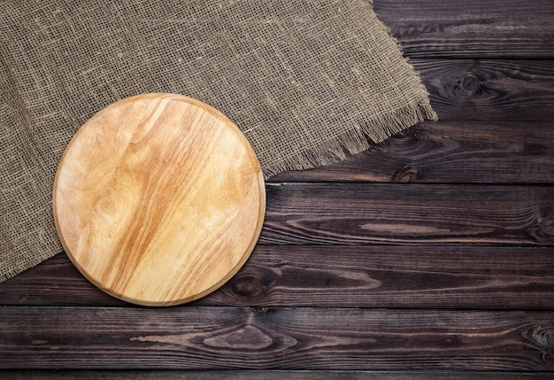 木製のテーブルにまな板